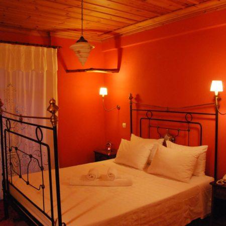 Δωμάτιο με διπλό κρεβάτι