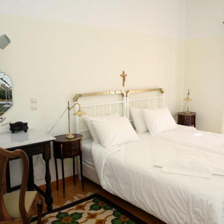 Δωμάτιο με 2 μονά κρεβάτια